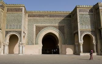 discover one of the must old monument in meknes Bab el Mansour tourism in morocco