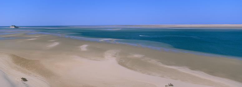 Lek Robinson Crusoe på stränderna i Dakhla