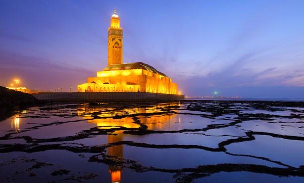 la-mosquee-hassan-ii-au-coucher-du-soleil-a-casablanca-maroc.jpg