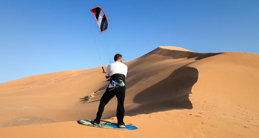 Kitesurf dans le désert d'Errachidia