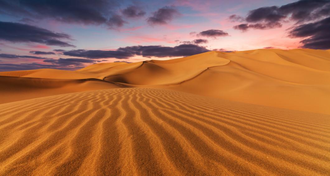 Coucher du soleil dans le désert