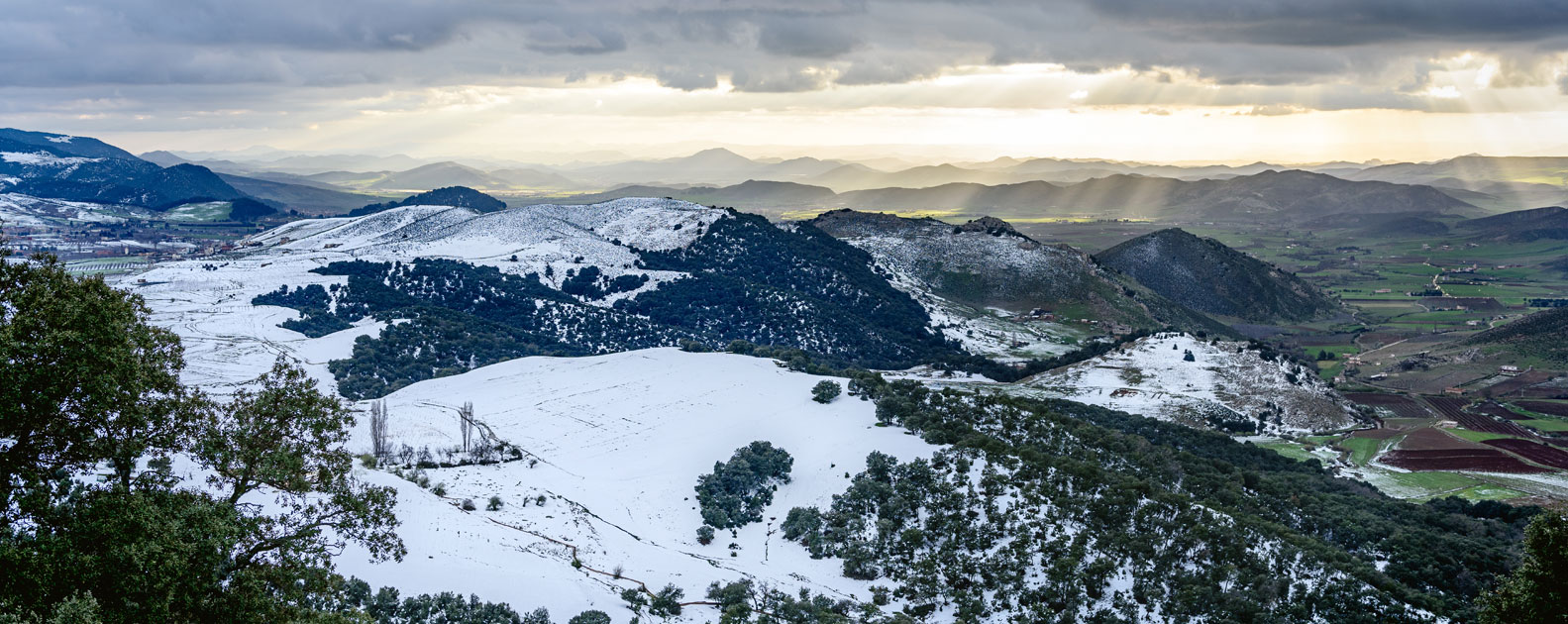 landscape-view-from-ifrane-morocco-over-snowy-mountains-luisa-puccini.jpg