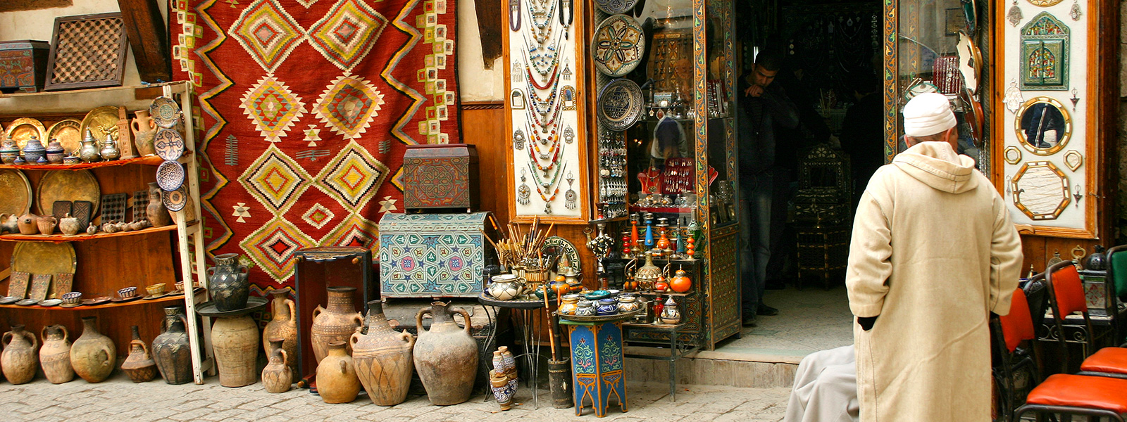 traditional souk and crafts for your shopping in marakech