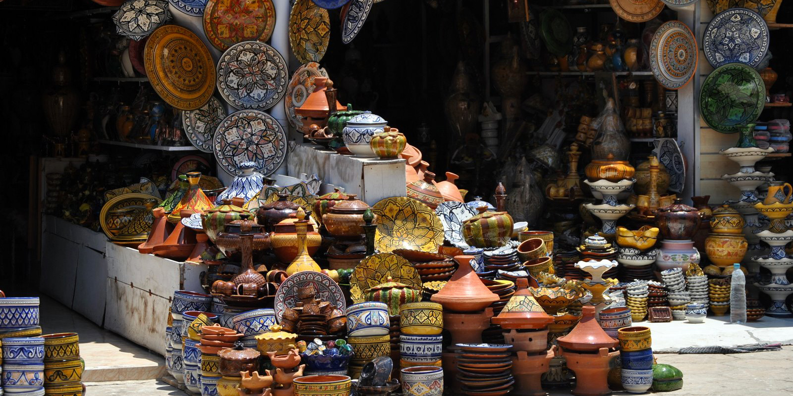 safi traditional pottery for shopping tourism in morocco